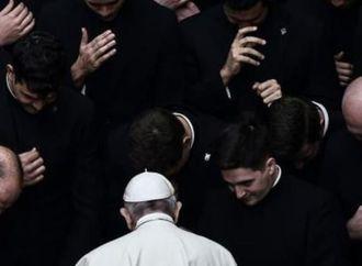 البابا فرنسيس يتحدث للمرة الأولى في كتاب عن اضطهاد الأويغور